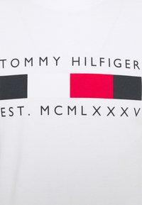 Tommy Hilfiger - LOGO BOX STRIPE TEE - Printtipaita - white - 4