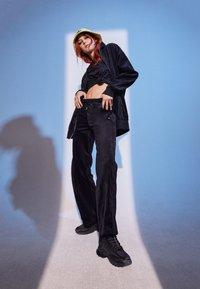 adidas Originals - VELVET PANTS - Joggebukse - black - 1