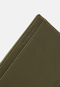 PB 0110 - Wallet - dark olive - 3