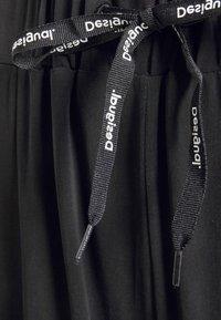 Desigual - FLUID PANT - Bukse - black - 4