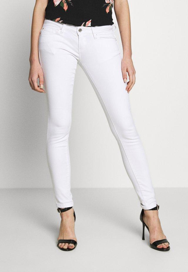 ONLCORAL - Vaqueros pitillo - bright white