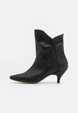 MAKE ME LIKE YOU - Classic ankle boots - black