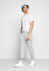 Nike Sportswear - JDI PANT FT WASH - Tracksuit bottoms - smoke grey/sail - 1