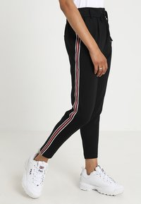 ONLY - ONLPOPTRASH EASY SPORT PANT - Trainingsbroek - black/red/white - 0