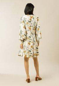 IVY & OAK - DIANA - Day dress - vanilla big flower tendril - 2