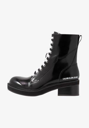 EBBA - Kotníkové boty na platformě - black