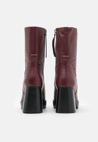 Topshop - HAZZARD MID PLATFORM BOOT - Kotníkové boty na platformě - burgundy - 3
