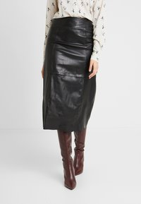 Selected Femme Tall - SLFARDEE SKIRT - Áčková sukně - black - 0