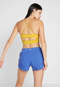 Reebok - NEW TRI BACK BRA PAD - Sports bra - toxic yellow - 2