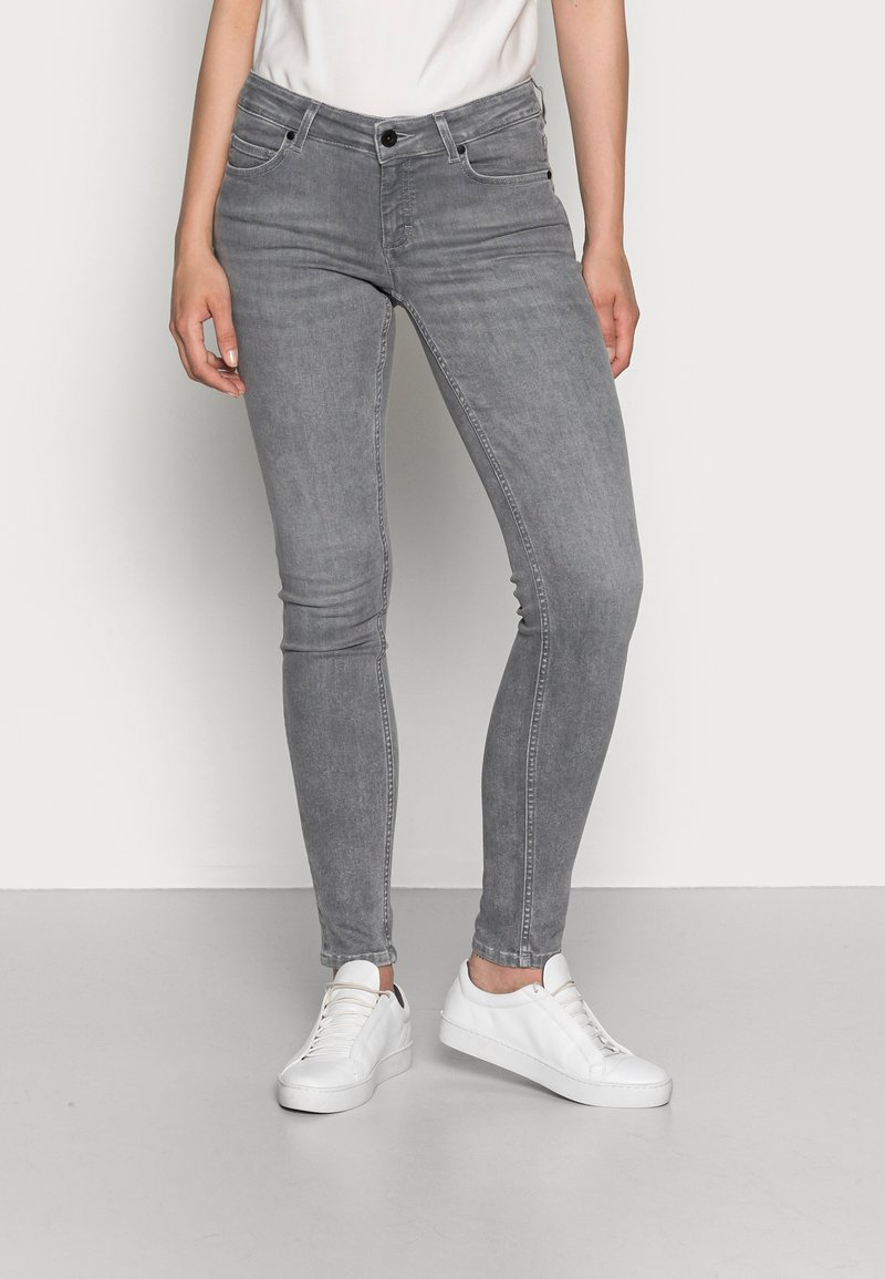 Marc O'Polo - TROUSER SKINNY FIT REGULAR LENGTH LOW WAIST - Jeans Skinny Fit - grey wash
