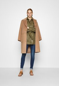 DAY Birger et Mikkelsen - SCAFFOLD NORMAL LENGTH - Classic coat - camel delicious - 1