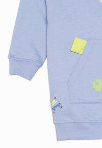 Lucy & Sam - PIXEL PARADISE HUGEEE BABY - Felpa con cappuccio - blue mauve - 2