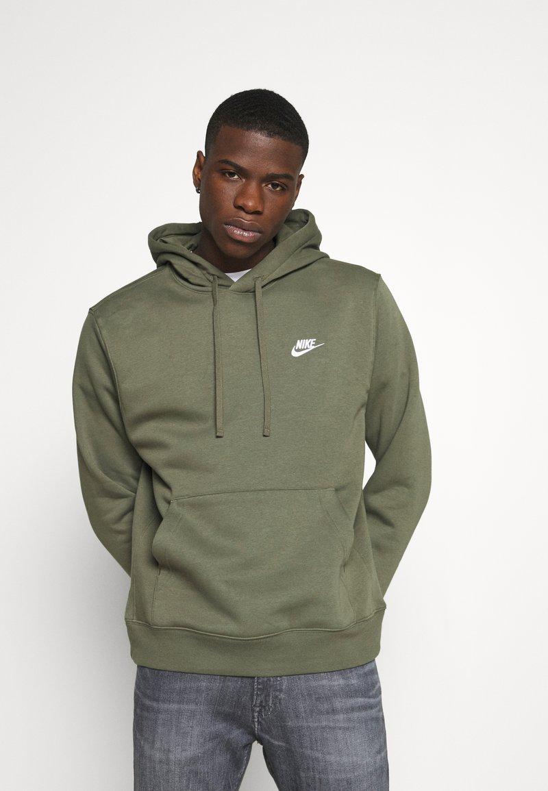 Nike Sportswear - CLUB HOODIE - Luvtröja - twilight marsh/white