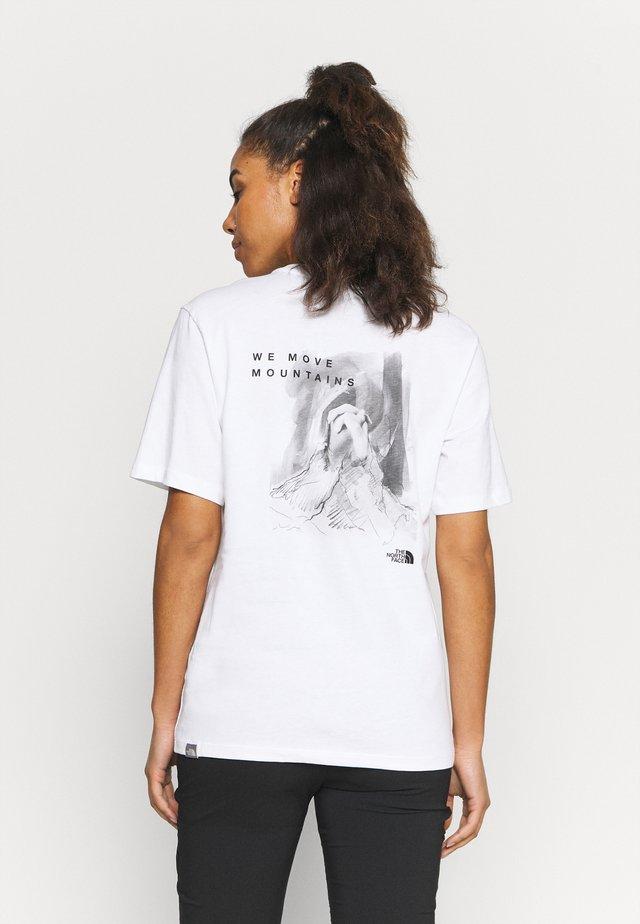 INTERNATIONAL WOMENS DAY TEE - T-shirt z nadrukiem - white