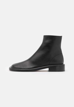 BOYD BOOT - Kotníkové boty - black