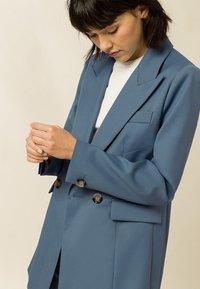 IVY & OAK - Short coat - smoked sapphire - 2