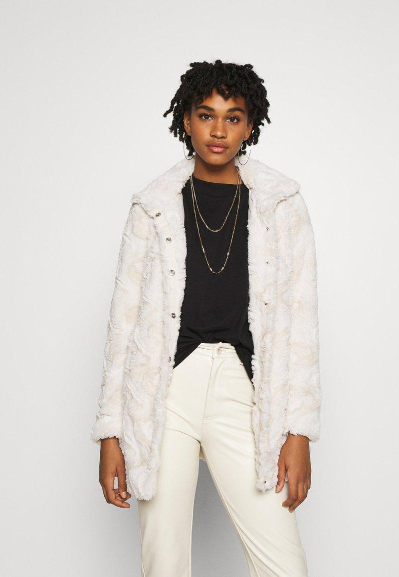 Vero Moda - VMCURL HIGH NECK JACKET - Zimní kabát - birch