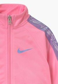 Nike Sportswear - COLORSHIFT TAPING TRICOT SET - Træningssæt - pink - 3