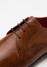Melvin & Hamilton - TONI - Elegantní šněrovací boty - wood - 5
