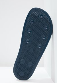 adidas Originals - ADILETTE - Sandály do bazénu - adiblu/white - 4