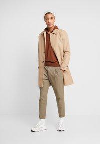 Burton Menswear London - CORE HALF ZIP  - Jersey de punto - natural - 1