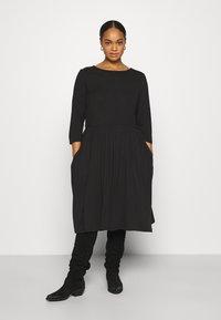 CAPSULE by Simply Be - MIDI 3/4 SLEEVE SMOCK DRESSES 2 PACK - Jersey dress - black - 3