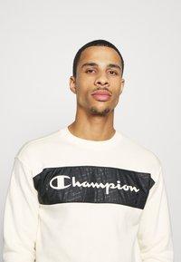 Champion - LEGACY HERITAGE TECH CREWNECK - Sweater - off-white/black - 3