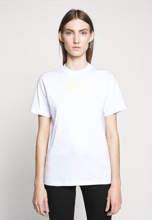 BAND TEE - T-shirt z nadrukiem - optic white