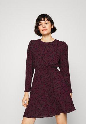 ONLDALLAS DRESS - Day dress - winetasting