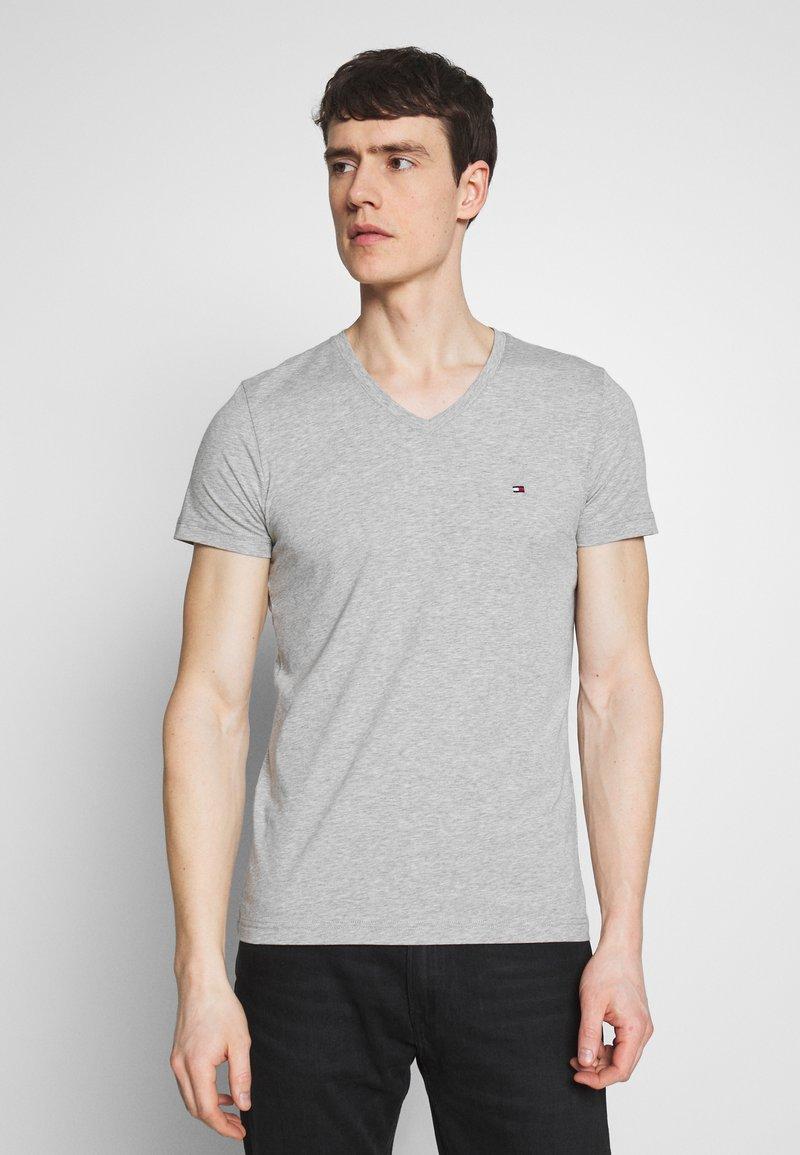 Tommy Hilfiger - STRETCH SLIM FIT VNECK TEE - T-shirt basic - grey