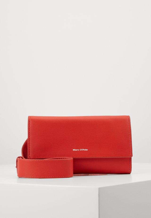 CROSSBODY BAG - Taška spříčným popruhem - sunset orange