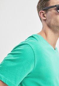 Next - Basic T-shirt - green - 3