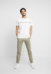 GANT - STRIPE - Print T-shirt - eggshell - 1