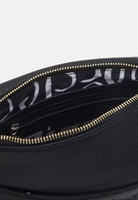 Desigual - ALEXANDRA VILNA - Across body bag - black - 2