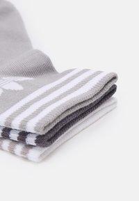 adidas Originals - TREF UNISEX 3 PACK - Sokken - white/grey/dark grey - 1