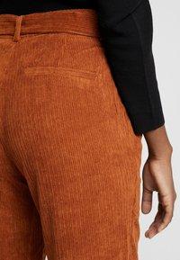 Kaffe - KAROKSY PANTS - Pantalon classique - ginger bread - 3