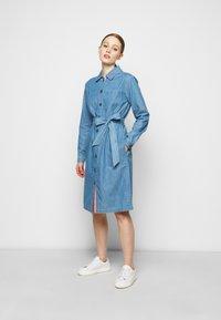 Barbour - TYNEMOUTH DRESS - Sukienka jeansowa - authentic wash - 0