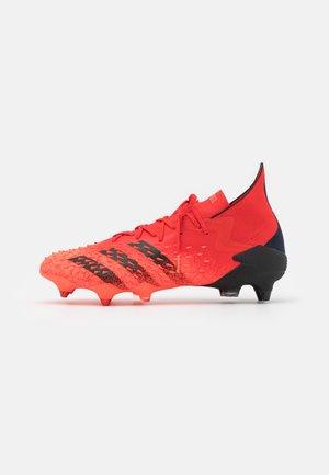 PREDATOR FREAK 1 SG - Voetbalschoenen met metalen noppen - red