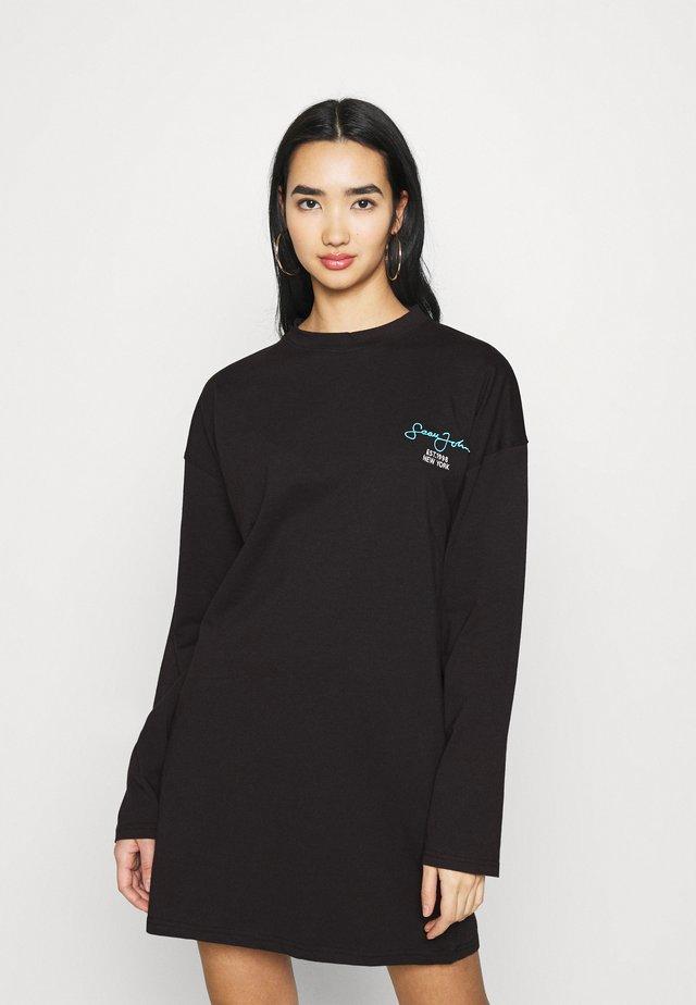SJXMG BRANDED OVERSIZED DRESS - Žerzejové šaty - black