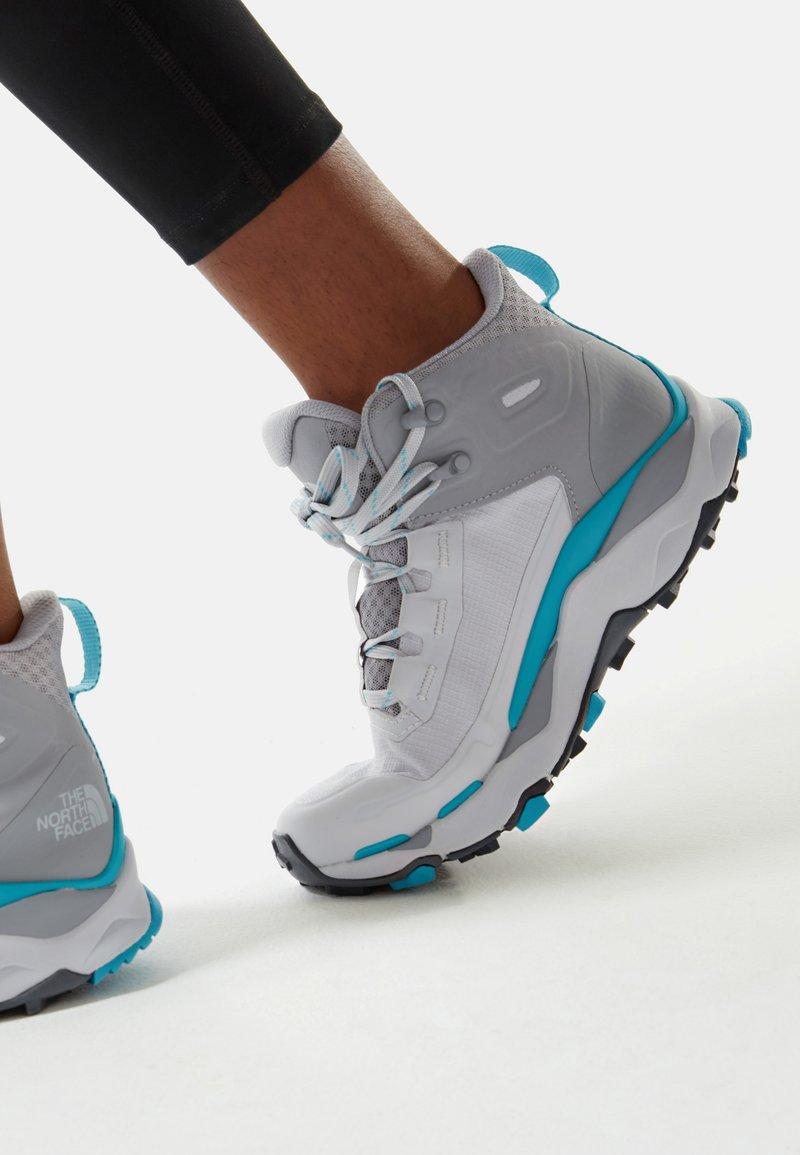 The North Face - VECTIV EXPLORIS MID FUTURELIGHT - Hiking shoes - micro chip grey/maui blue