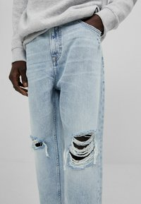 Bershka - Relaxed fit jeans - light blue - 3