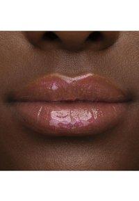 Too Faced - LIP INJECTION POWER PLUMPING LIP GLOSS - Lip plumper - secret sauce - 6