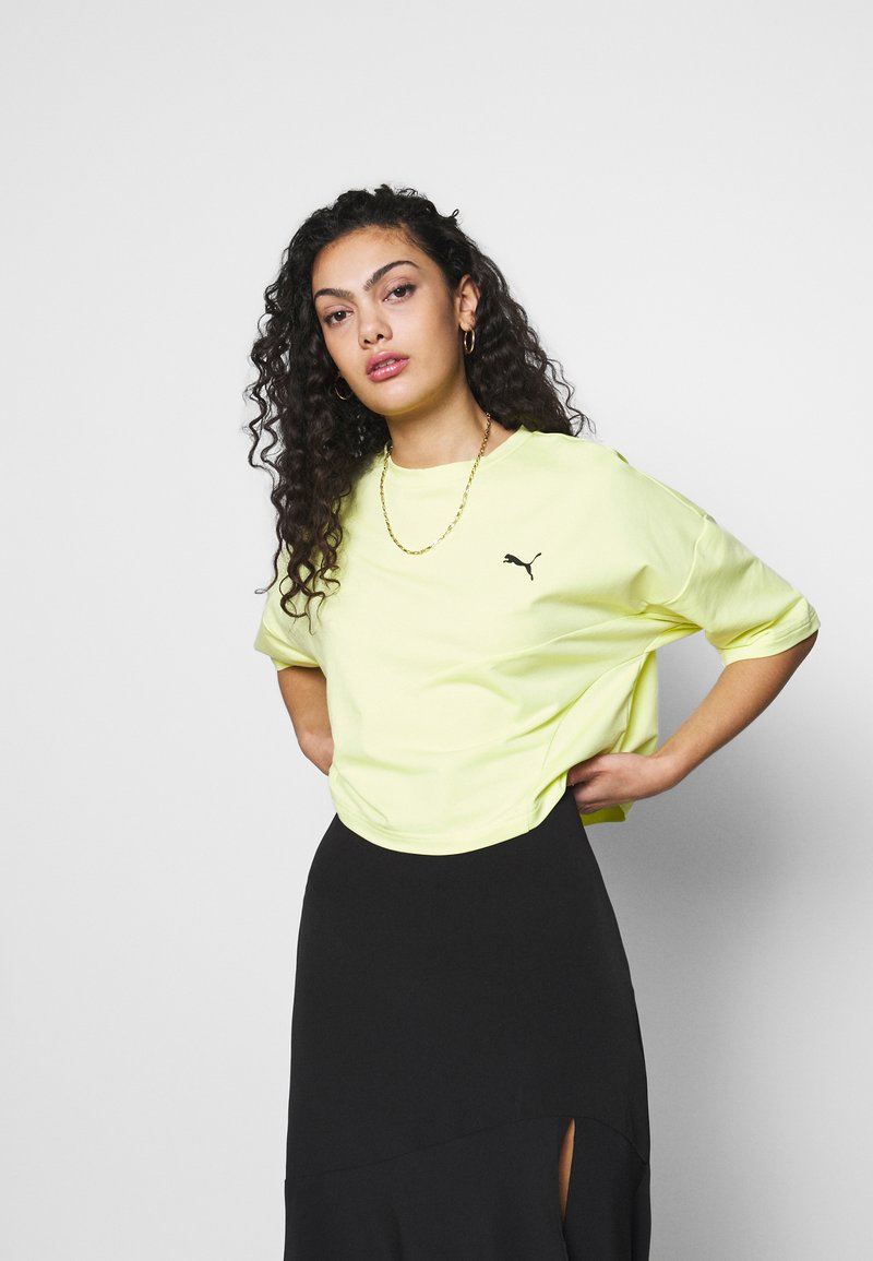 Puma - EVIDE FORM STRIPE CROP TEE - Print T-shirt - sunny lime