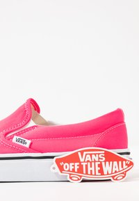 Vans - CLASSIC UNISEX - Slip-ons - knockout pink/true white - 7