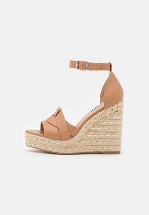 SIVIAN - Sandály na vysokém podpatku - camel