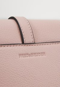 FREDsBRUDER - RONI - Across body bag - rose - 0