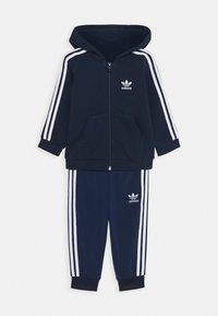 adidas Originals - HOODIE SET - Mikina na zip - conavy/white - 0