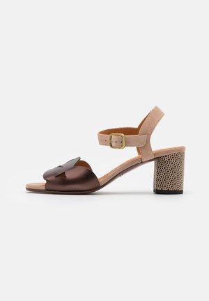 LORAN - Sandals - dali coffee/peach