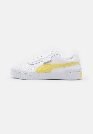 CALI - Tenisky - white/yellow pear