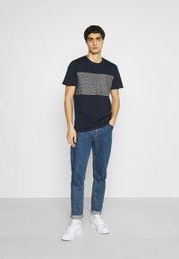 TOM TAILOR - WITH STRIPED INSERT - T-shirt med print - dark blue - 1
